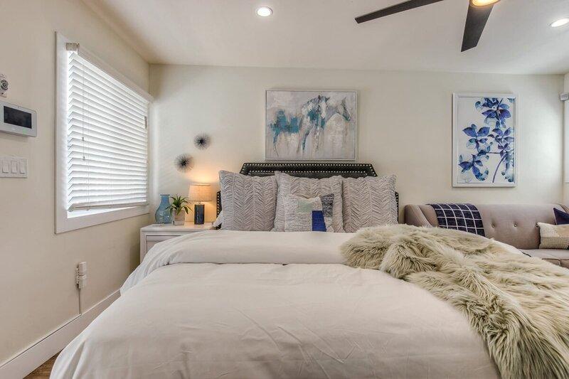 ☞Stylish LB Studio☜ Wifi ★ WalkScore96 ★ King Bed, holiday rental in Rancho Dominguez