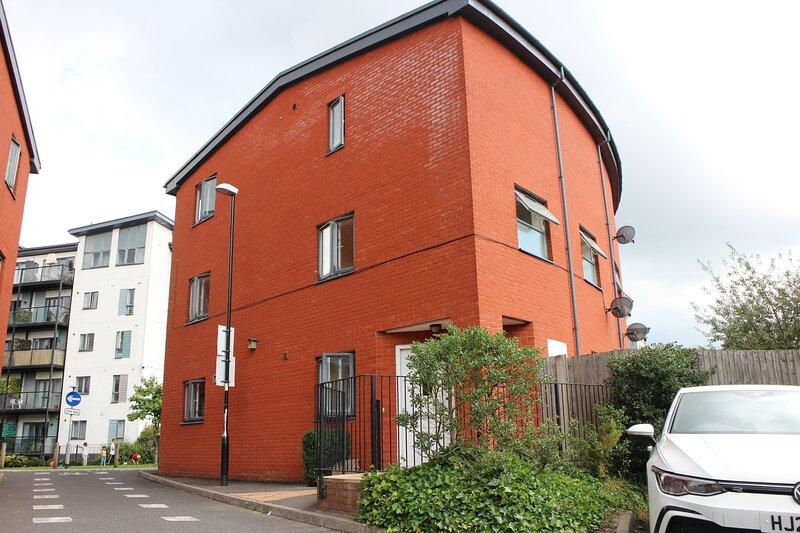 Entrie Town House sleeps up to 10 People, aluguéis de temporada em Southampton