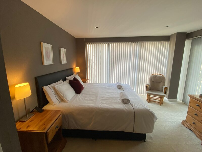 Apex Castlebank Apartment with Free Parking, holiday rental in Clydebank