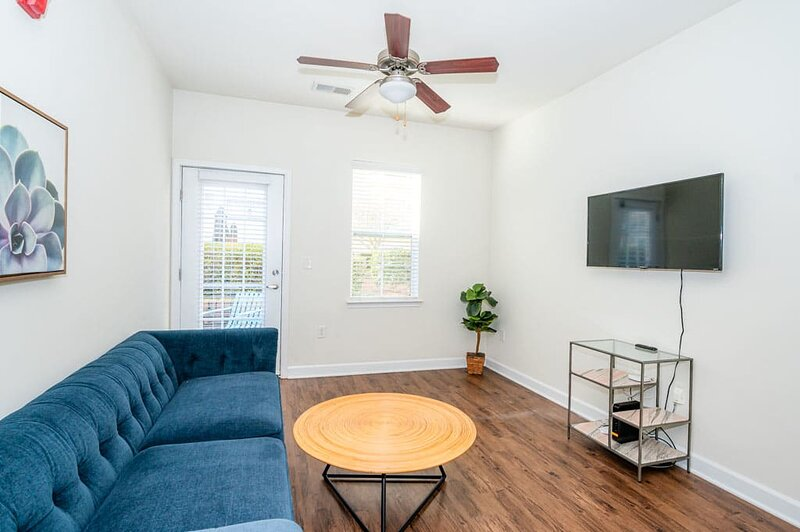 Viagem Charlotte Perfect 1BR Pool and Gym, casa vacanza a Pineville