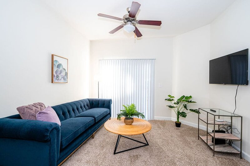 Viagem Charlotte Attractive 1BR Pool and Gym, casa vacanza a Pineville