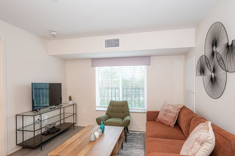 Viagem Comfortable 2BR with Parking and Gym, casa vacanza a Pineville