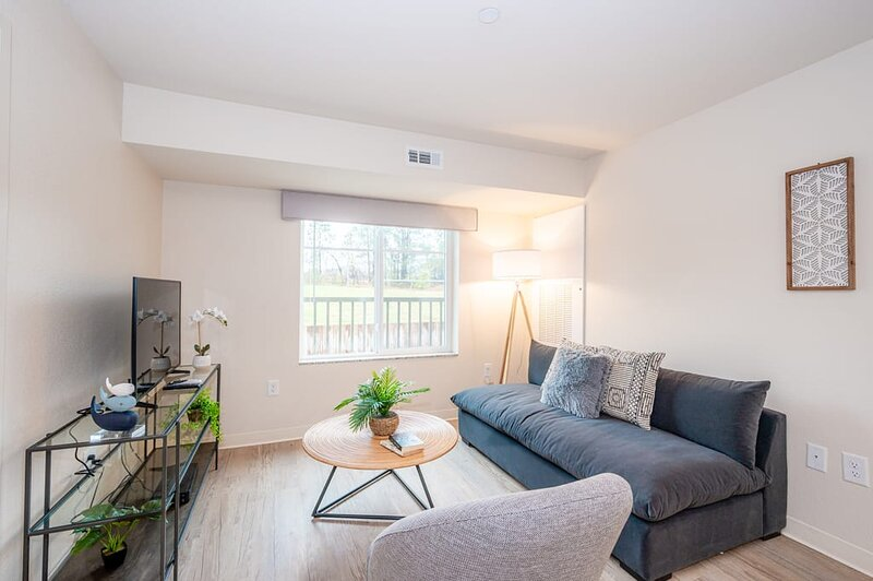 Viagem 2BR with In Unit Laundry & Parking near RTP, vacation rental in Apex