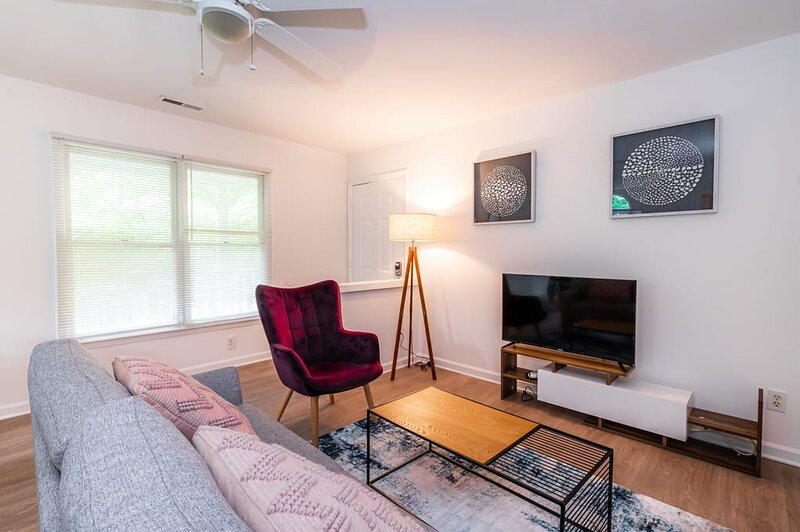 Viagem Bright and Green 1BR with Parking, casa vacanza a Durham
