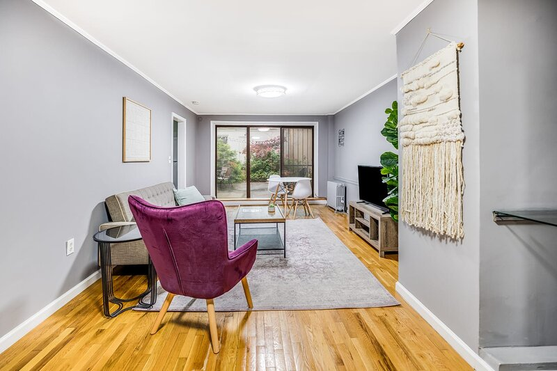 Urban and Modern 1BR with Workspace, location de vacances à Hoboken