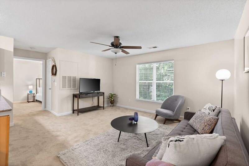 Business Traveler with Working Area - 1BR Getaway, holiday rental in Forestbrook