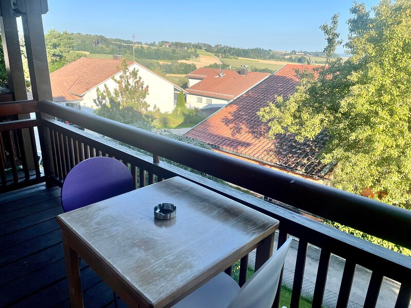 Shabby Chic Apartment mit Ausblick, aluguéis de temporada em Passau