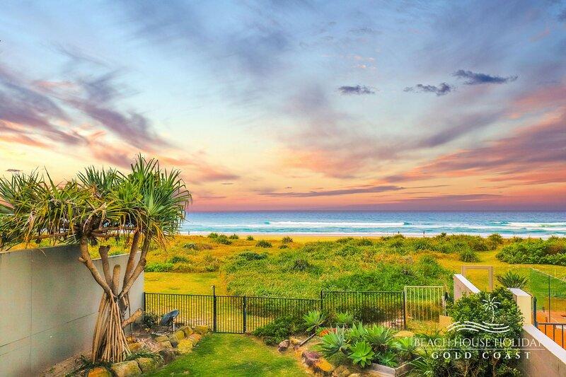 True Beach Front Family Holiday Home, casa vacanza a Mermaid Beach