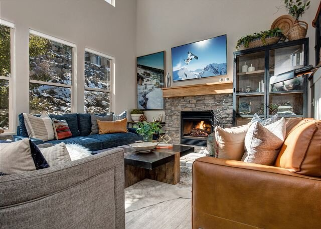 Retreat 13281 by Moose Management-BBQ, WiFi -Pvt. Hot Tub-Pool-Playground-Gym, holiday rental in Oakley