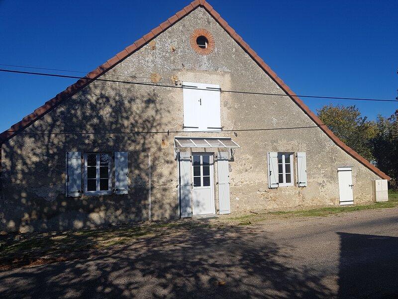 Petite maison, holiday rental in Montaigu-le-Blin