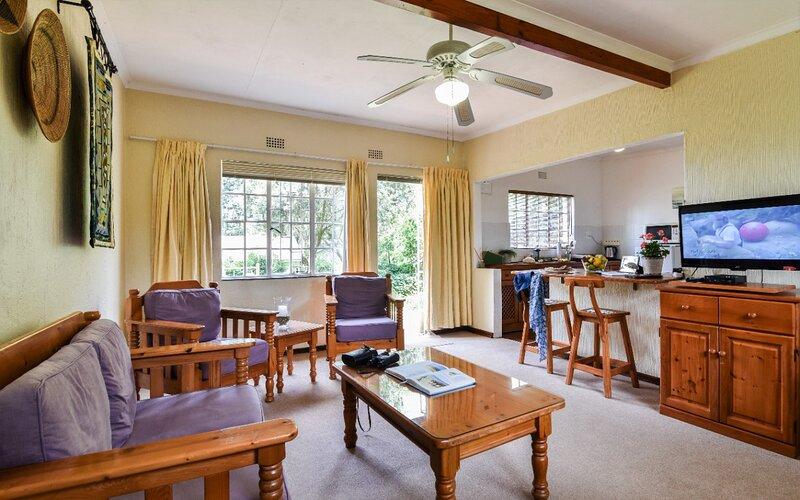 Lavender Tree Spacious cottage for 23 people, holiday rental in Krugersdorp
