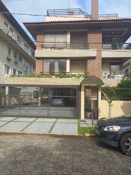 Apartamento confortável a 100 metros da praia, aluguéis de temporada em Santo Antônio de Lisboa