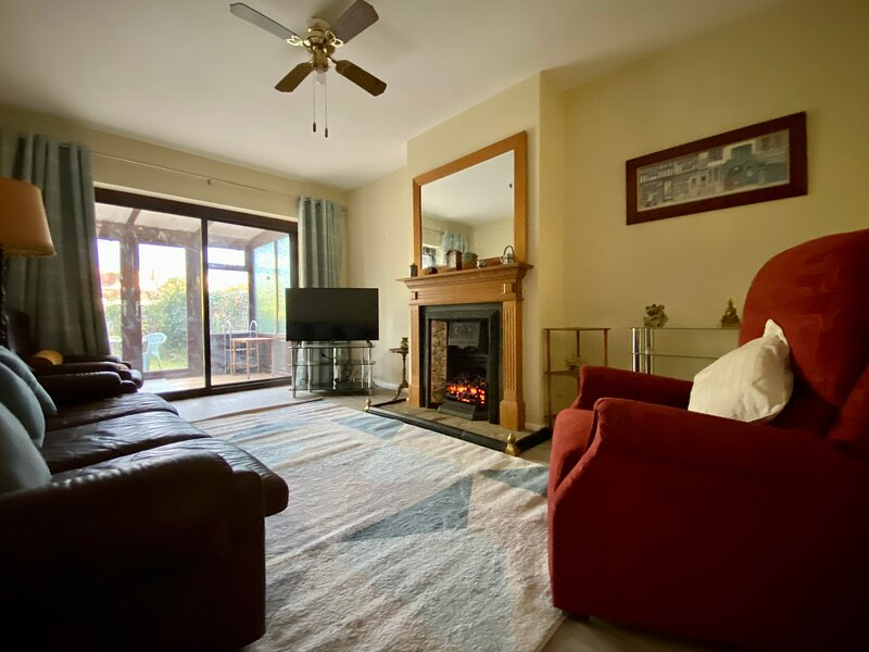 The Grove, Eastwood, Leigh-on-Sea Situated In Quiet Cul-de-Sac, vacation rental in Westcliff-on-Sea
