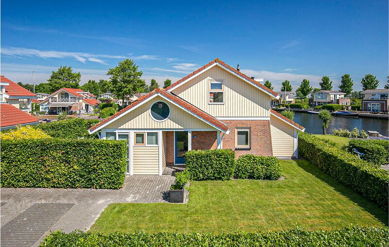 Nice home in Workum with WiFi and 3 Bedrooms (HFR206), holiday rental in Stavoren