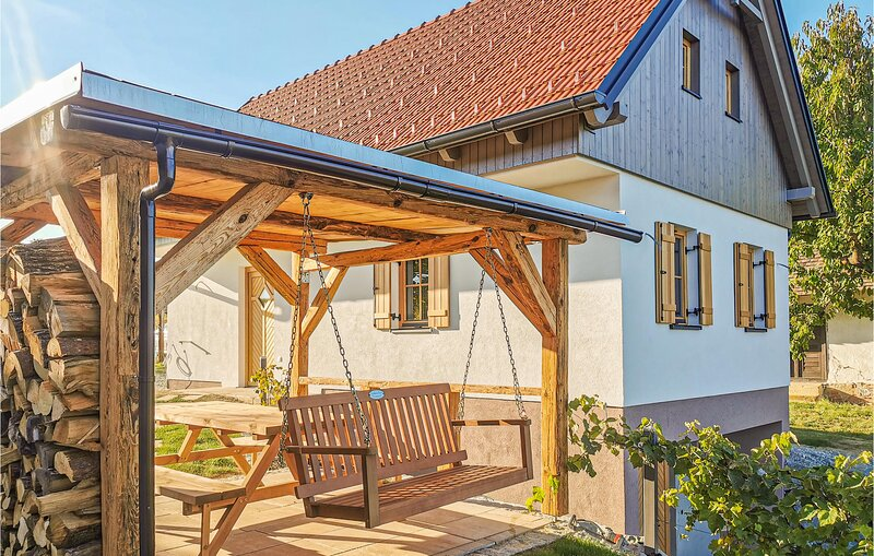 Stunning home in Winten with WiFi and 2 Bedrooms (ABU187), alquiler de vacaciones en Eberau
