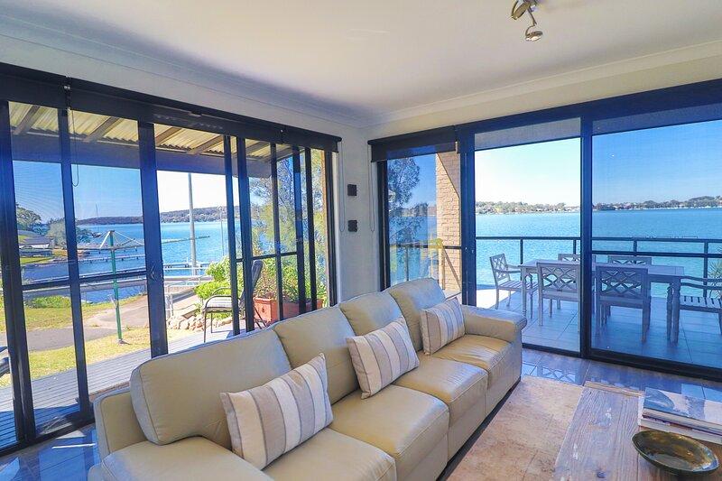 Elysium Lakehouse, holiday rental in Bonnells Bay
