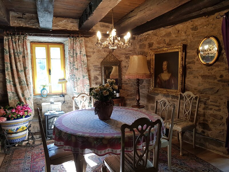 Stunning Cottage in Dournazac close to Limonges, holiday rental in Marval
