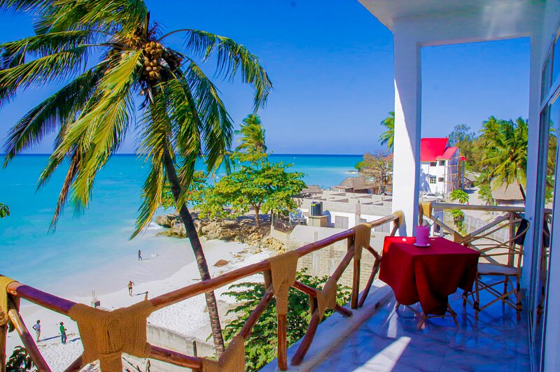 Room with sea view and balcony at the beach for 2-3 guests, location de vacances à Nungwi