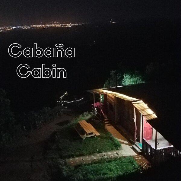Escapadita al Bosque: cabaña, zonas de acampar, senderos y vistas mágicas, holiday rental in Ujarras
