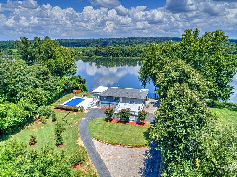 Water Front Private River Home w Views of Savannah River, Pool, Boat Dock, Birds, alquiler de vacaciones en Augusta