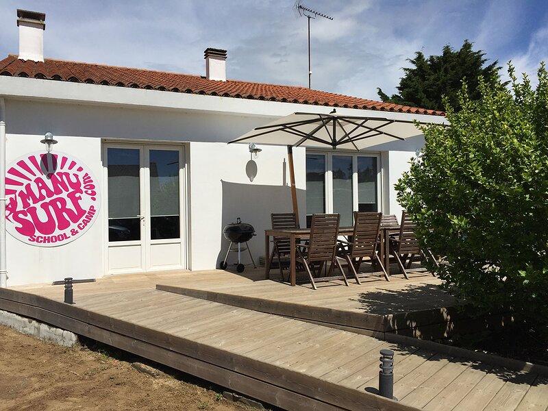 Maison 10 personnes 'Guest-house' avec terrasse et jardin, vacation rental in Avrille