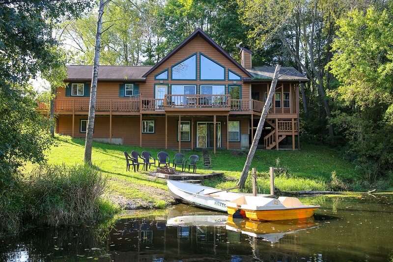 The Lakeside Haven Home – semesterbostad i Tomah