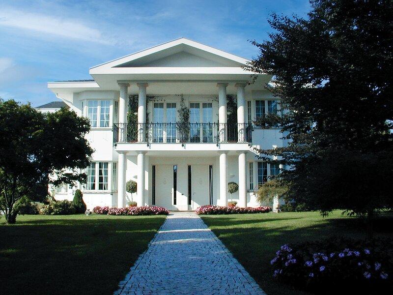 Big villa with swimming-pool & Wifi, vacation rental in Legnano