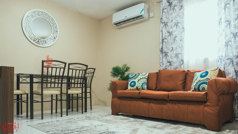 2-Bed Apartment in Kingston - Central & Secure, holiday rental in Stony Hill