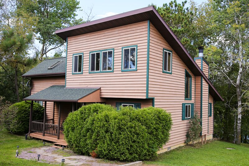 The Lakeside Pardise Home – semesterbostad i Tomah