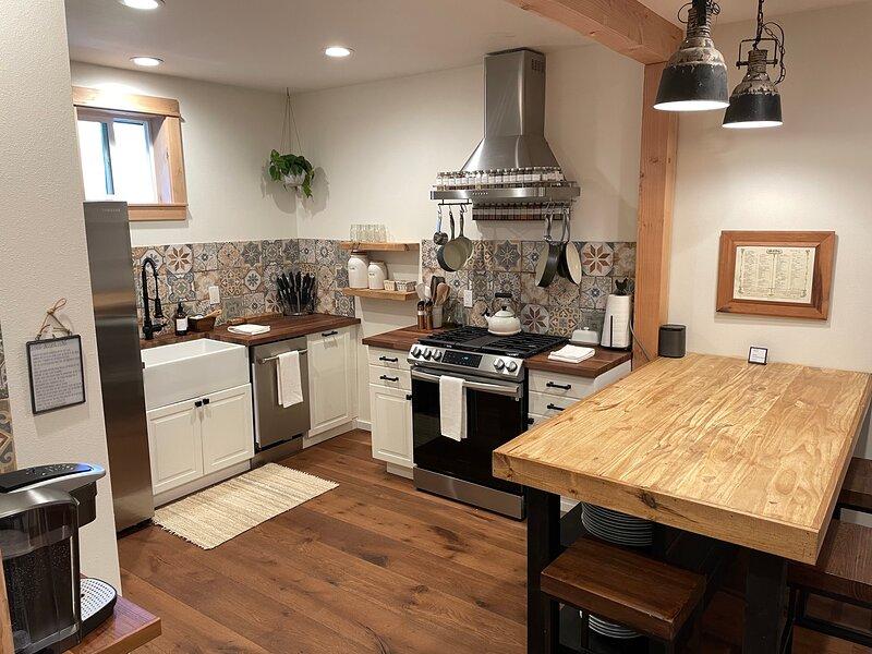 Cozy 2-bedroom Cottage with a fireplace, location de vacances à Indianola