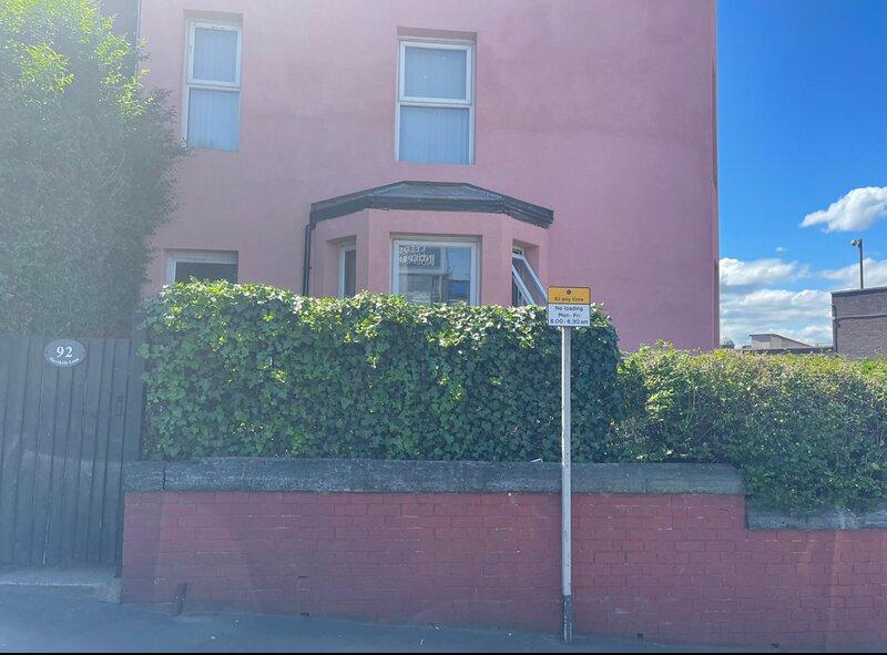 Beautiful 1-Bed Basement flat in Leeds, alquiler de vacaciones en Leeds