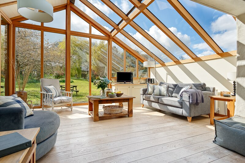 THE HOME BARN at CORNISH BARN HOLIDAYS, holiday rental in Perranwell Station