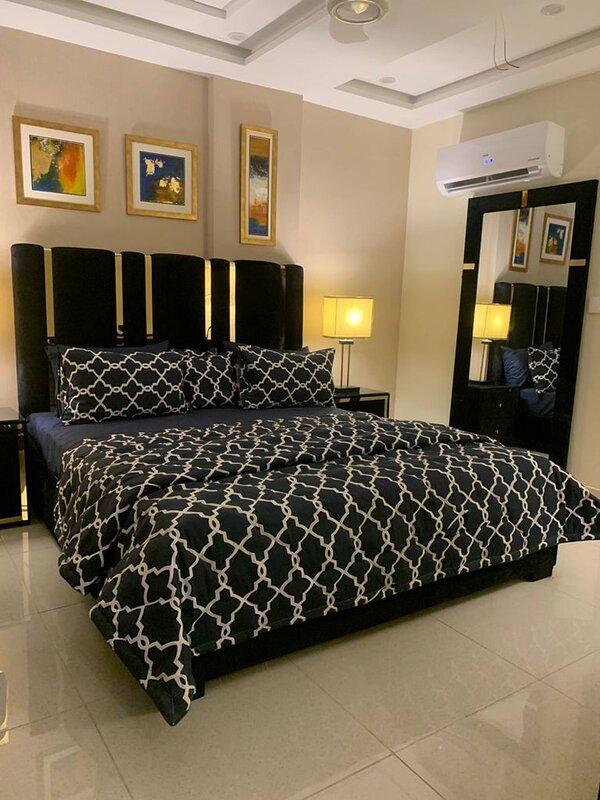 1 Bedroom Apartment, Bahria Town Lahore Diamount01, location de vacances à Lahore
