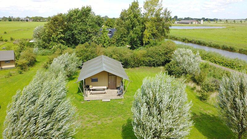 Aan het Diepje, furnished safaritents with private external bathroom, holiday rental in Grijpskerk