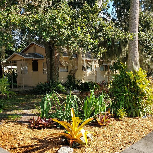 Cozy Bungalow close to the Indian River. – semesterbostad i Titusville