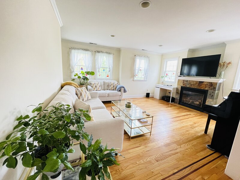 Convenient 3 Story Home In The Heart Of Stamford, casa vacanza a Millwood