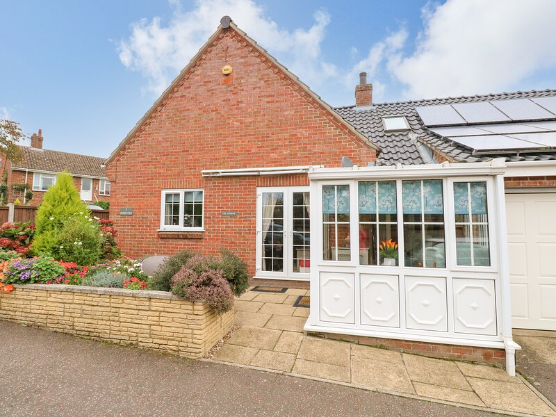 ANNEXE, all ground floor, pet-friendly, patio with furniture, in Newton, holiday rental in Brooke
