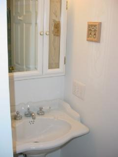 1st Floor Bath/Laundry