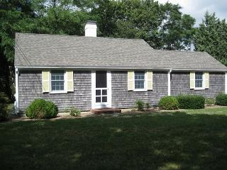 Enchanting Orleans Cottage less than 1 mile to Rock Harbor!