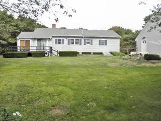 Updated Eastham cottage located just 6/10's of a mile from Campground Beach