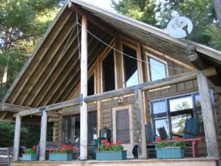 Two Bedroom MountainTop Log Cabin, Brandon