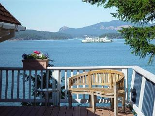 Washington Way Chalet - Waterfront Cottage with Fabulous Views!