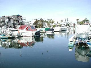Huge Patio on the Balboa Channel! BBQ, Great Views and Walk to Shops! (68122), Newport Beach
