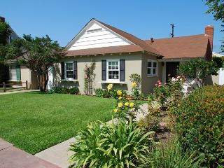 Beach Cottage - Large Patio, BBQ - Walk to the Beach and Balboa Pier!