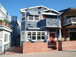 Great Bayside 2 Story Single Family Home with Bay Views! Family Fun! (68105), Balboa Island