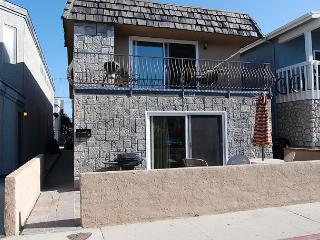 Charming Upper Unit of a Duplex! Ocean View from Deck! (68187)