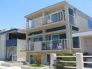 Spacious Condo 5th House from the Beach! Ocean Views! (68172), Newport Beach
