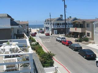3 Story Condo with Ocean Views! 5 Houses from the Sand & 4 Balconies (68172)