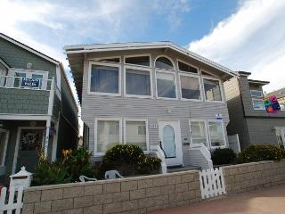 Spacious Bayside Single Family Home! Excellent Location! (68221), Balboa Island
