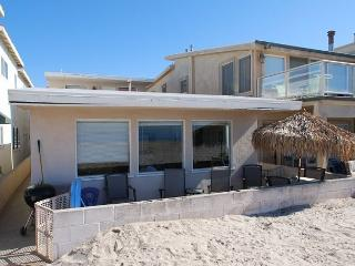 Nice 2 Bedroom Beach Cottage! Oceanfront with Great Views! (68144), Newport Beach